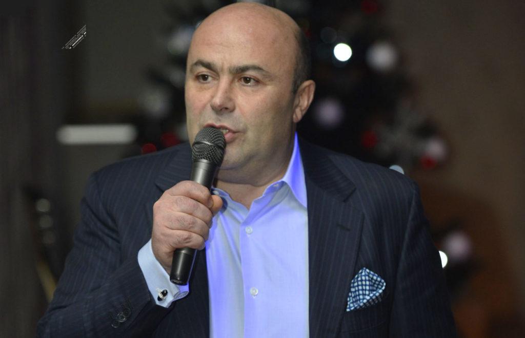 Михаил Хубутия принимает гостей у Кремля Бизнесмен выкупил у мэрии «Ильинское подворье»